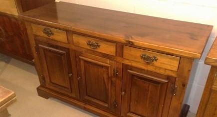 Среден шкаф-иглолистна дървесина