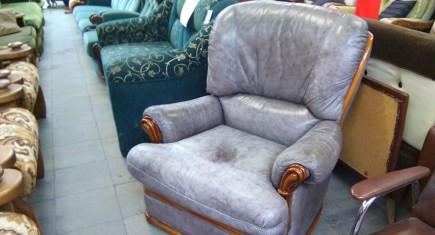 Кресло със сива естествена кожа