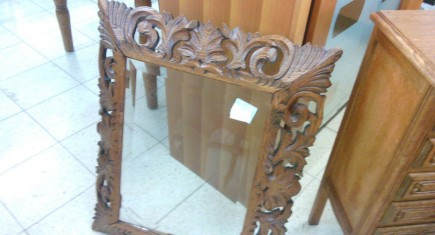 Флиц-стъкло с дървена ажурно-резбована рамка