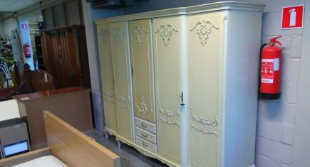 Петкрилен гардероб