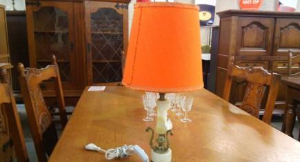 Наст. лампа с ониксова основа