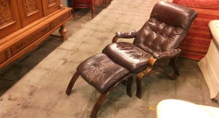 Релакс кресло с ест. кожа + табуретка