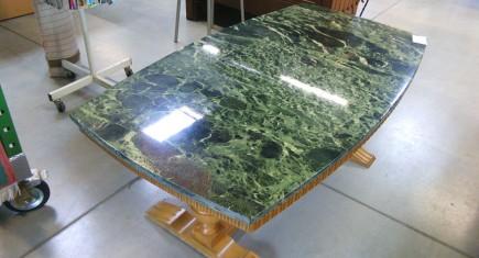Холна маса с дъбова основа и мраморен плот