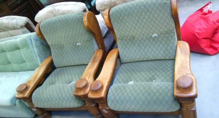 Два броя рустикални кресла