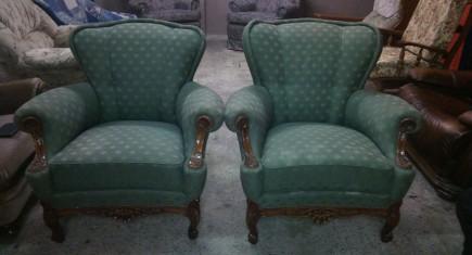 Кресла със зелена дамаска